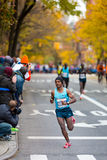 Tsegaye Kebede (Ethiopië) stelt de 2013 NYC Marathon in werking Royalty-vrije Stock Fotografie