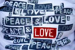 Tshirt com mensagem do amor do handwrite Imagem de Stock