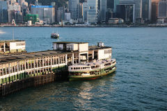 Tsim Sha Tsui gwiazdy promu molo z niebieskim niebem w hk Zdjęcia Royalty Free