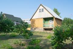 TSIMLYANSK ROSJA, SIERPIEŃ, - 02, 2016: Drewniany dom odpoczywać w emerytura Seagull Obraz Royalty Free