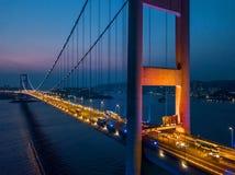 Tsing Ma Bridge no por do sol em Hong Kong foto de stock