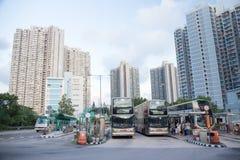 Tsing Yi Hong Kong- September 22,2017: Bussen för den dubbla däckaren parkerar a Arkivfoto