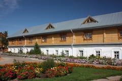Tsivilsk. El monasterio de la Virgen de Tikhvin. Refectorio. Fotografía de archivo