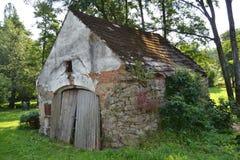 Tsjechisch landschap, oude schuur Stock Fotografie