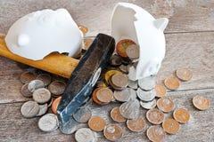 Tsjechische financiën en economie - Spaarvarken en Tsjechisch kroongeld - c royalty-vrije stock afbeelding