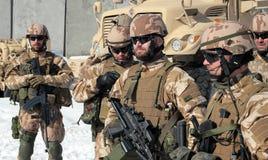 Tsjechische militairen die voor opdracht voorbereidingen treffen Stock Afbeeldingen