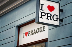 Tsjechische Republiek Het etiket ` I liefde Praag ` bij de straat van Praag 18 Juni 2016 Stock Afbeelding