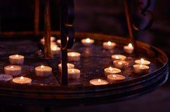 Tsjechische Republiek Kaarsen in het ossuarium in Kutna Hora 14 juni, 2016 Royalty-vrije Stock Afbeelding