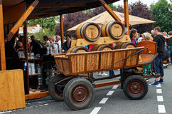 Tsjechische Republiek Velke Popovice Vaten op de wagen met een bier 11 juni, 2016 Royalty-vrije Stock Afbeelding