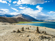 Tso Moriri λίμνη κοντά στο χωριό Karzok Στοκ Εικόνες