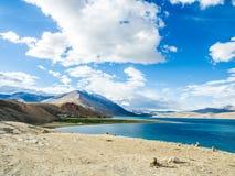 Tso Moriri λίμνη κοντά στο χωριό Karzok Στοκ Φωτογραφία
