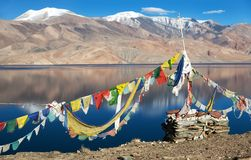 Tso Moriri Lake with prayer flags Royalty Free Stock Photos
