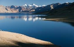 Tso Moriri meer in Rupshu-vallei royalty-vrije stock afbeelding
