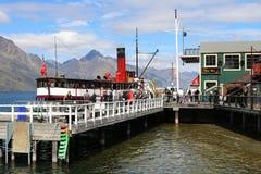 TSS Earnslaw przy Queenstown nabrzeżem, Jeziorny Wakatipu NZ Zdjęcie Stock