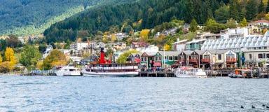 TSS Earnslaw Steamship tylko zostaje handlowego pasażerskiego węglowego steamship w południowej półkuli od portu jezioro W Obrazy Stock