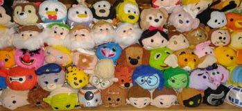 Tsum Tsum mokietu zabawki brogować na półce zdjęcia royalty free
