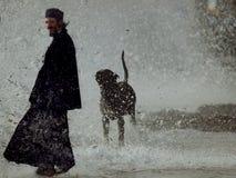 Tsunami en el montaje Athos imagenes de archivo
