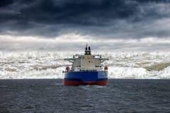 Tsunami på havet royaltyfria foton