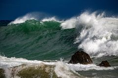 Tsunami tropikalny huragan na morzu Obrazy Stock
