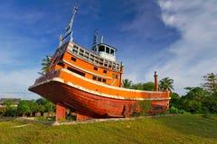Tsunamiminnesmärke i Baan Nam Khem Royaltyfri Bild
