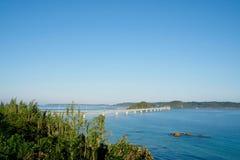 Tsunoshima Ohashi是一座长和美丽的桥梁在下关市,山口县,日本 免版税库存照片