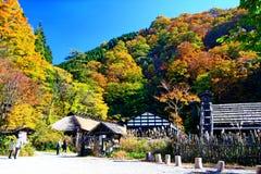 Tsurunoyu famoso onsen ryokan durante o outono imagens de stock