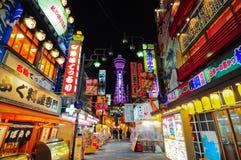 Tsutenkaku塔在大阪,日本 库存图片