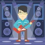 tät elektrisk gitarrmusiker som leker upp Royaltyfria Bilder