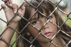 Åtta år flicka för gammal skola Arkivbilder