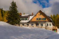 Tte do ¼ de Klagenfurter HÃ, uma cabana da montanha no Karawanks