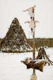 Tótem en una aldea de la tienda de los indios norteamericanos Foto de archivo