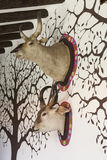 Têtes animales d'empaillage sur le mur Photo libre de droits