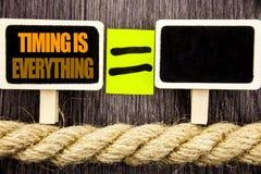 Ttext pokazuje Timing Jest Everything Biznesowy pojęcie dla Znacząco sukces rada Przygotowywać Dla precyzi pisać na Blackboard fotografia stock
