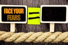 Ttext seansu twarz Twój strachy Biznesowy pojęcie dla wyzwanie strachu Fourage zaufania Odważnego męstwa pisać na Blackboard równ zdjęcia stock