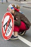 TTIP-SPIEL ÜBER Aktivisten in der Aktion während einer allgemeinen Demonstration Stockbilder