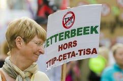 TTIP-SPIEL ÜBER Aktivisten in der Aktion während einer allgemeinen Demonstration Lizenzfreies Stockfoto