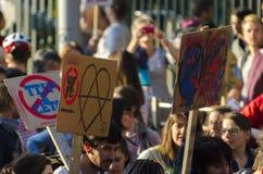 TTIP-SPIEL ÜBER Aktivisten in der Aktion während einer allgemeinen Demonstration Lizenzfreie Stockbilder