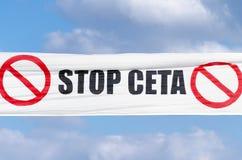 TTIP-SPIEL ÜBER Zeichen während einer allgemeinen Demonstration in Brüssel Lizenzfreie Stockfotografie