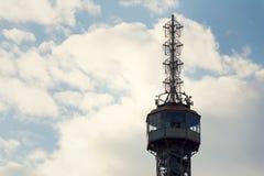 TTourists sulla torre dell'allerta di Petrin il 17 giugno 2017 a Praga, repubblica Ceca Immagine Stock Libera da Diritti