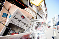 Títulos del título del newspapper de las revistas de Major International sobre b Imagenes de archivo