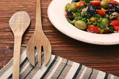 Tuńczyk sałatka z czereśniowymi pomidorami, fasolami i oliwkami, Fotografia Royalty Free