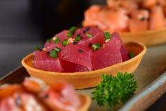 Tuńczyków canapes talerz obraz stock