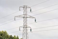 Tuam väg, Galway, Irland juni 2017, högt spänningstorn i A.C. Royaltyfri Foto