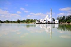 Tuanku Zanariah masjid (清真寺)在瓜拉登嘉楼,登嘉楼,马来西亚 免版税图库摄影