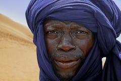 Tuareg, der für ein Porträt aufwirft Stockbild