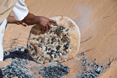 Tuareg man preparing the traditional bread. In the desert, South Tunisia stock images