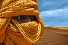 Tuareg som poserar för en stående Royaltyfria Bilder