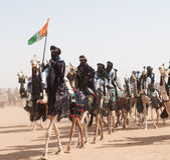 Tuaregs κατά τη διάρκεια του φεστιβάλ του νομάδα, θεραπεία Salee, Νίγηρας Στοκ εικόνα με δικαίωμα ελεύθερης χρήσης