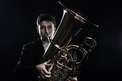 Tuba gracza mosiężnych instrumentów muzyk obraz stock