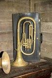 Tuba histórica del instrumento hecha de latón Imagenes de archivo